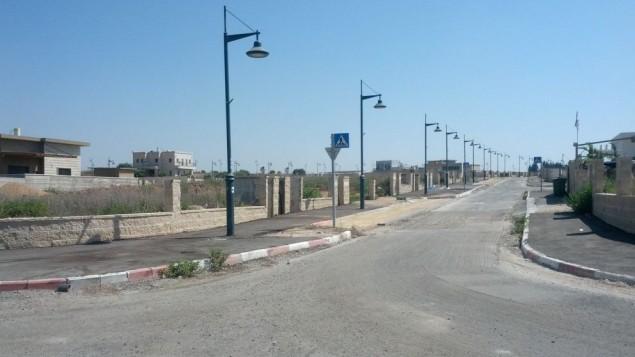 Une rue en construction à Beer Ganim (Crédit : Melanie Lidman / Times of Israël)