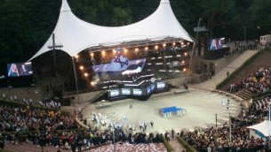 La cérémonie d'ouverture des Jeux Européens à Berlin, une première depuis la Seconde Guerre mondiale, à l'amphithéâtre Waldbüche, construit pour les Jeux Olympiques de 1936 et à l'origine nommé pour le mentor d'Adolf Hitler, Dietrich Eckart, le 29 jJuillet, 2015. (Ilan Ben Zion / Times of Israel)