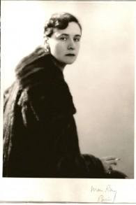 « Louise » de Man Ray, Paris, 1926, est un portrait de la grand-mère de Simon et  Nick Goodman, Louise von Gutmann Landau. (Crédit : Autorisation de la famille Goodman)