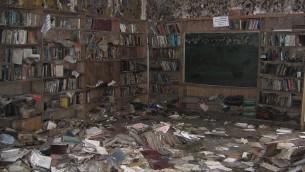 La bibliothèque à la Congrégation Beth Israel a été détruite par l'ouragan Katrina. (Adam Magnus)