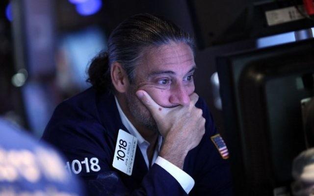 Un trader à la Bourse de New York (NYSE) le 24 août 2015 (Crédit photo: Spencer Platt / Getty Images / AFP)