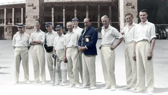 """Les gentlemen du Worcestershire, qui se sont rendus à Berlin en 1937, comme le détaille Dan Waddell dans """"Fields of Shadow"""" (Crédit : Autorisation)"""