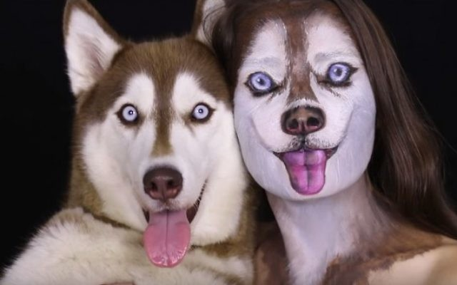 L'artiste maquilleuse Ilana Kolihanov et son chien Ivy (Capture Youtube)