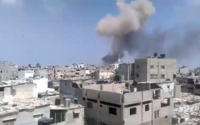 Une explosion s'esf fait entendre dans la bande de Gaza le 6 août 2015 tuant au moins quatre personne. Sa cause n'est pas connue pour l'instant (Capture d'écran: Ebrahim Jihad Yousif / Facebook)