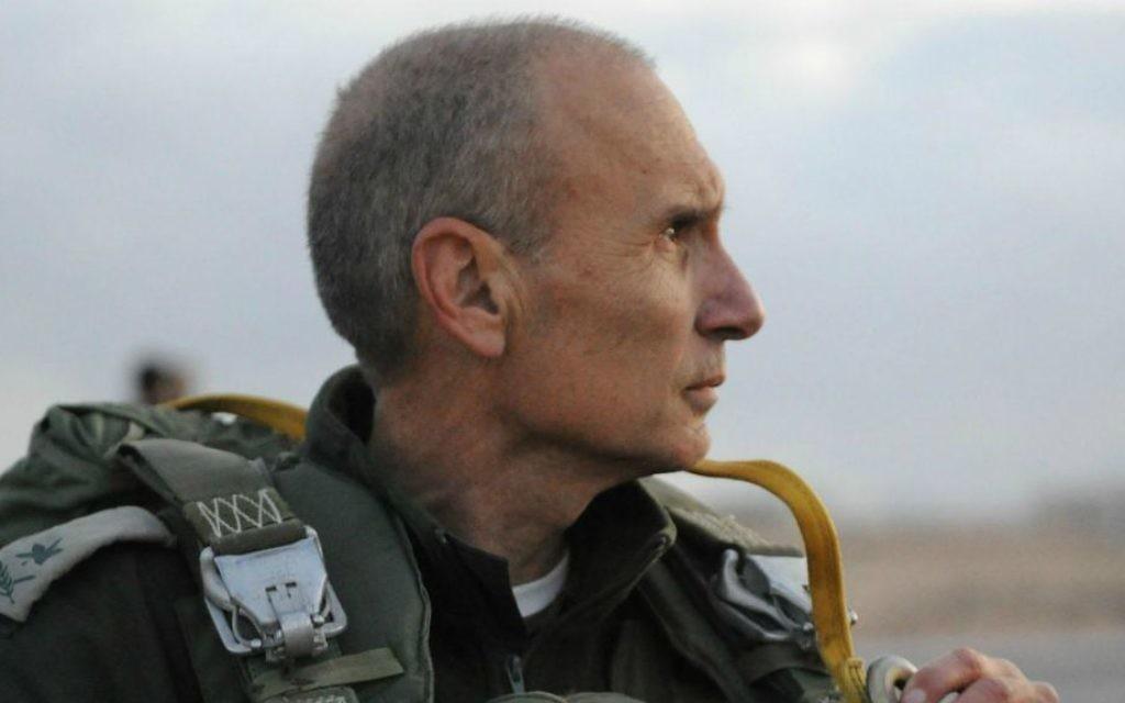Le major général (à la retraite) Gershon Hacohen tout en restant dans le service actif le 17 Janvier 2012, lors d'un exercice Paratrooper Brigade (Unité / Flickr de la FID porte-parole)
