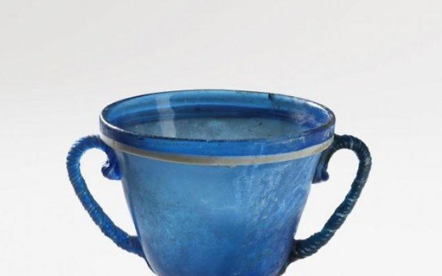 Un vase en verre soufflé d'Italie, datant du 1er siècle de la collection Belfer (Crédit photo: Musée d'Israël à Jérusalem, Elie Posner)