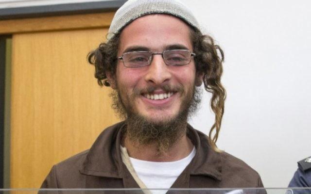 Meir Ettinger, dirigeant d'un groupe extrémiste juif, devant la cour de justice israélienne à Nazareth Illit le 4 août 2015. (Crédit : Jack Guez/AFP)
