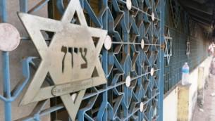Un synagogue hors d'usage à côté d'un bidonville de Mumbai, février 2014 (Autorisation: Talya Levin)