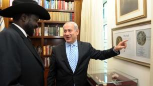 Le Premier ministre israélien Benjamin Netanyahu avec le Président de la République du Sud-Soudan Salva Kiir Mayardit le 20 décembre 2011 (Crédit photo:  Avi Ohayon / Flash90/GPO)