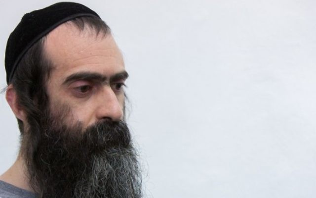 Yishai Schlissel devant le tribunal de Jérusalem, le 5 août 2015. (Crédit : Yonatan Sindel/Flash90)