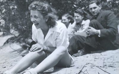 Roosje Glaser, à gauche, avec ses élèves de danse lors d'une excursion en 1942. (Paul Glaser)