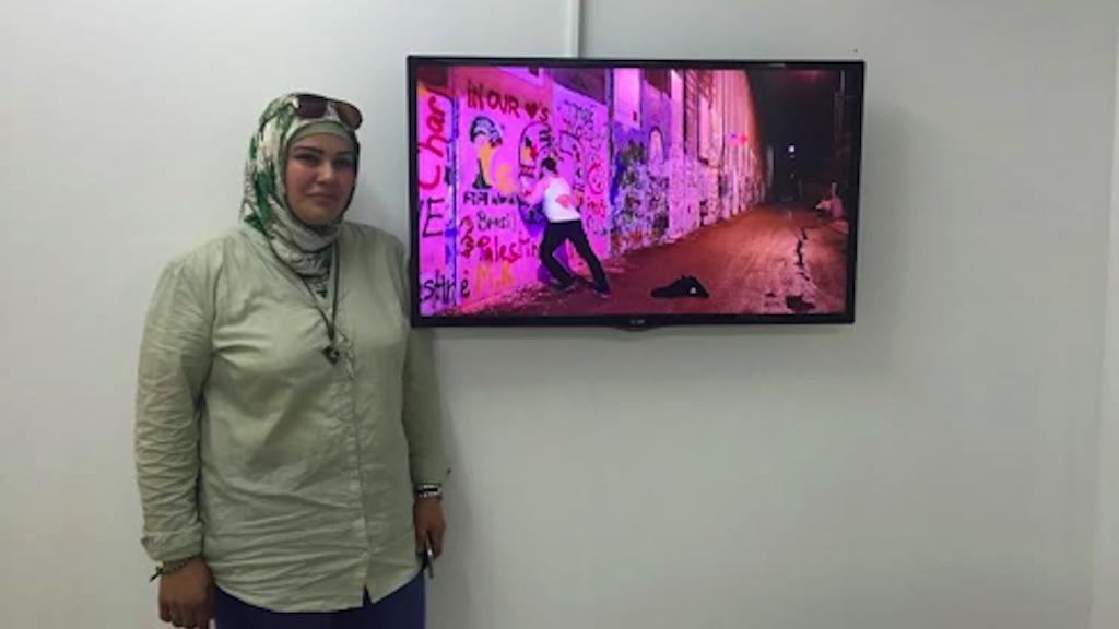 Une série de vidéos de la diplômée de Bezalel Salam Qasem traitent de la réalité actuelle de l'artiste de femme palestinienne vivant derrière la barrière de sécurité de Jérusalem (Autorisation).