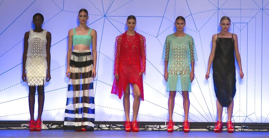 La collection de cinq pièces de Danit Peleg d'imprimés de vêtements et chaussures en 3D (Autorisation)