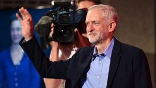 Jeremy Corbyn vient d'être élu nouveau chef du parti d'opposition travailliste britannique, à Londres, le 12 septembre 2015. (Crédit : AFP PHOTO / BEN STANSALL)