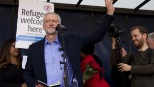 Jeremy Corbyn vient d'être annoncé comme le nouveau leader du parti d'opposition travailliste britannique, à Londres le 12 septembre, 2015. (Crédit : AFP PHOTO / BEN STANSALL)