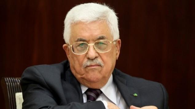 Le président de l'Autorité palestinienne, Mahmoud Abbas, préside une réunion du Comité exécutif de l'OLP à Ramallah, en Cisjordanie, le 1er septembre 2015. (Crédit : AFP / Abbas Momani)