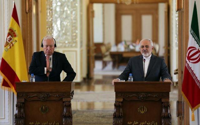 Le ministre espagnol des Affaires étrangères Jose Manuel Garcia Margallo aux côtés de son homologue iranien, Mohammad Javad Zarif à une conférence de presse à Téhéran, le 7 septembre 2015 (Crédit : AFP)