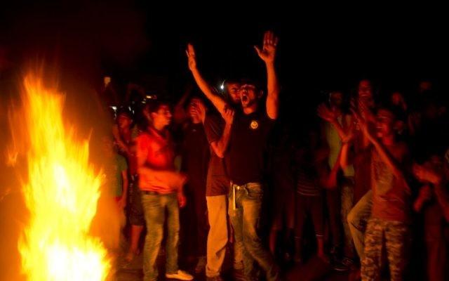 Des Palestiniens prennent part à une manifestation contre une crise de l'électricité à Rafah dans la bande sud de Gaza 14 septembre 2015. (AFP PHOTO / SAID KHATIB)