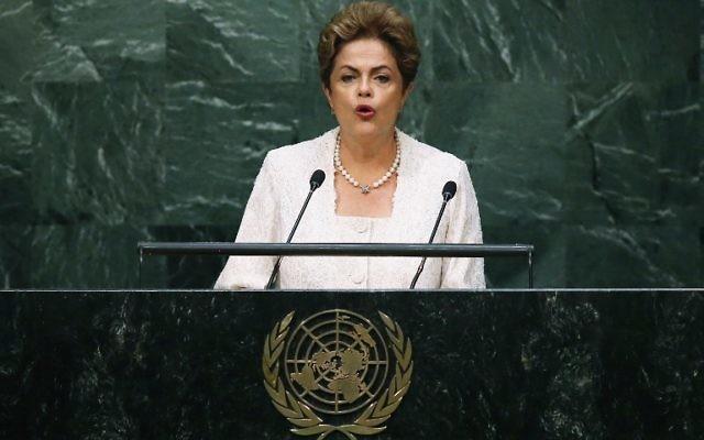 NEW YORK : La Présidente du Brésil Dilma Rousseff lors de son discours à la séance d'ouverture de l'Assemblée générale des Nations unies le 28 septembre  2015 à New York City (Crédit : John Moore / Getty Images / AFP)