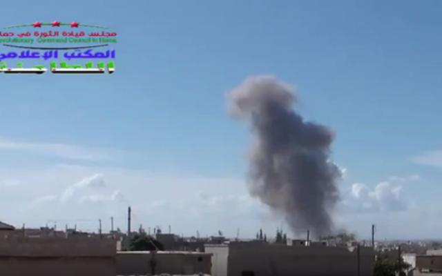 Capture d'écran d'une frappe attribuée aux Russes en Syrie (Crédit : Capture d'écran YouTube)