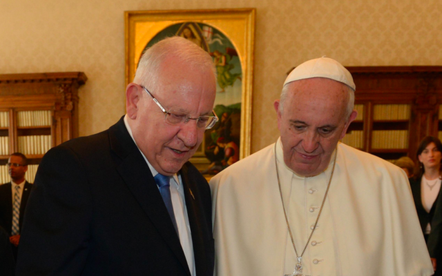 Le président israélien Reuven Rivlin reçu par le pape François 1er au Vatican - 3 septembre 2015 (Crédit : Haim Zach (GPO)