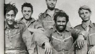 Avigdor Kahalani (avec la barbe) et son équipage en 1973 (Crédit : IDF)