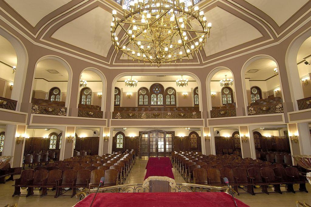 L'intérieur de la synagogue Neve Shalom à Istanbul, Turquie. (Crédit : Avec l'aimable autorisation de la communauté juive turque )