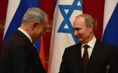 Le président russe Vladimir Poutine (à droite) et le Premier ministre Benjamin Netanyahu pendant une conférence de presse conjointe après leur réunion au Kremlin, à Moscou, le 20 novembre 2013. (Crédit : Kobi Gideon/GPO/Flash90)