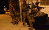 Soldats israéliens en patrouille en Cisjordanie, le 16 juin 2014. Illustration. (Crédit : porte-parole de l'armée israélienne/Flash90)