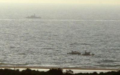 Les navires de la marine israélienne patrouillant près de Zikim, le 9 juillet 2014 (Crédit : Edi Israël / Flash90)