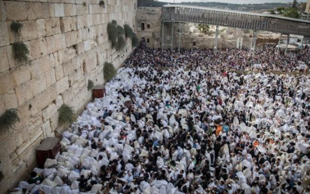 Prière des Kohanim au mur Occidental à Jérusalem, le 30 septembre 2015 (Crédit : Flash90)