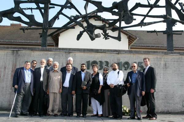 Abdullah Antepli avec un groupe d'imams américains au camp de concentration de Dachau en Allemagne (Courtesy)