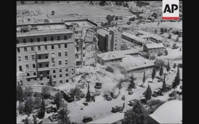 L'aile sud de l'Hôtel King David à Jérusalem après l'attentat terroriste  de 1946  (Capture d'écran YouTube / British Movietone)