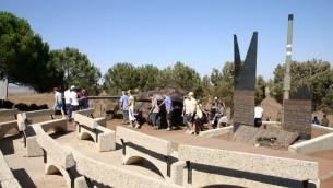Le mémorial Oz 77 (Crédit : Shmuel Bar-Am)