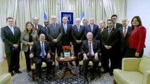 Le président Reuven Rivlin rencontre des ambassadeurs de pays latino-américains en février 2015 (Crédit photo: Mark Neyman / GPO)
