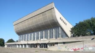 Le Palais des Concerts et des Sports de Vilnius, un complexe qui a fermé ses portes il y a une décennie, est le site d'un centre de conférences proposé d'un montant de 25 millions de dollars (Flickr Commons / via JTA)