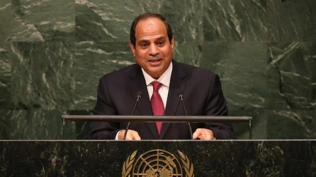 Le président égyptien Abdel Fattah al-Sissi devant la 70e Assemblée générale des Nations Unies, à New York, le 28 septembre 2015. (Crédit : John Moore/Getty Images/AFP)