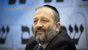 Le ministre de l'Intérieur, Aryeh Deri (Crédit : Yonatan Sindel / Flash90)