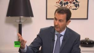 Le président syrien Bashar el-Assad repond aux questions des médias russes RT, Rossiyskaya Gazeta, la Première chaîne, Russie 24, RIA Novosti et la chaîne NTV, le 15 septembre 2015. (Capture d'écran: RT)