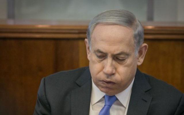 Le Premier ministre Benjamin Netanyahu dirige la réunion hebdomadaire du cabinet au bureau du Premier ministre à Jérusalem, le 20 septembre 2015 (Crédit photo: Ohad Zwigenberg / Pool)