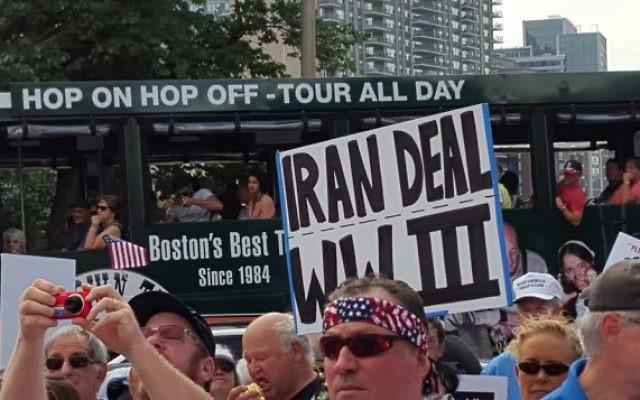 Manifestation devant le Parlement de l'Etat du  Massachusetts à Boston  le 30 août 2015, pour protester contre l'accord nucléaire avec l'Iran  (Crédit photo: Matt Lebovic / The Times of Israel)