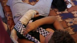 Un Palestinien de 12 ans  dans sa maison à Nabi Saleh après que d'autres Palestiniens aient empêché un soldat de Tsahal de l'arrêter, le 28 août, 2015 (Photo: Eric Cortellessa / Times of Israel)