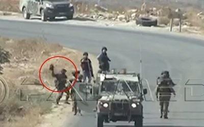 Des images tournées en Cisjordanie le 25 septembre 2015, montrant apparemment un soldat de Tsahal jetant au sol une caméra appartenant à des journalistes de l'AFP (Capture d'écran: YouTube)