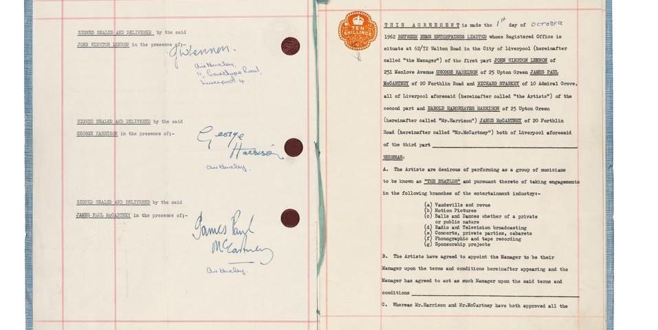 Le contrat datant de 1962 entre les Beatles et Brian Epstein (Crédit : Capture d'écran Sotheby)