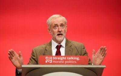 Le chef du Parti travailliste britannique Jeremy Corbyn pendant la conférence annuelle de son parti à Brighton, en Angleterre, le 29 septembre 2015. (Crédit : Leon Neal / AFP)