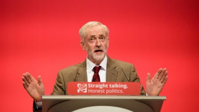 Le chef du Parti travailliste britannique Jeremy Corbyn parlant à la conférence annuelle du Parti travailliste à Brighton, en Angleterre, le 29 septembre 2015 (Crédit photo: Leon Neal / AFP)