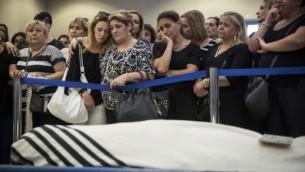La  famille et les amis d'Alexander Levlovitz assistent à ses funérailles le 16 septembre 2015  (Crédit photo: Hadas Parush / Flash90)