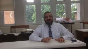 Né à Paris, le rabbin Mordecai Fhima, dirige la synagogue Anshei Shalom à St John's Wood, une communauté majoritairement française (Photo: Jenni Frazer / The Times of Israel)