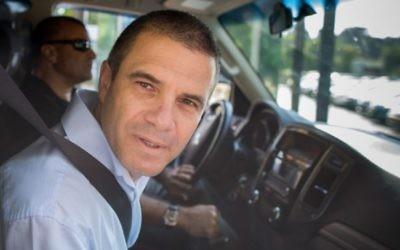Gal Hirsch, un ancien général de Tsahal pressenti  pour être le prochain chef de la police israélienne, arrive pour témoigner devant la Commission Turkel qui doit se prononcer sur sa nomination, à Jérusalem le 1er septembre 2015  (Crédit photo: Yonatan Sindel / Flash90)