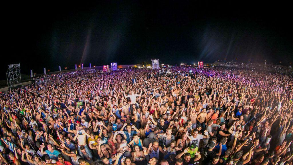 C'est une fête qui a duré toute la nuit au Minus 424 de 2014, au pied de Massada (Crédit : Yosi Mamia)